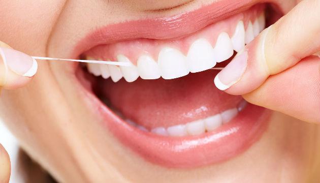 Faut-il utiliser du fil dentaire au quotidien ?