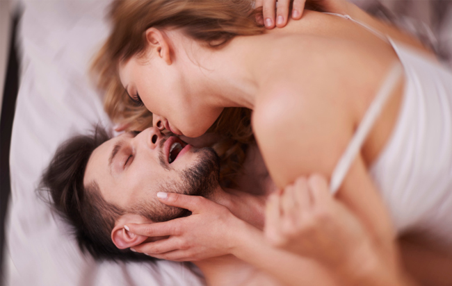 Comment devenir un meilleur coup au lit et donner un orgasme à sa partenaire?